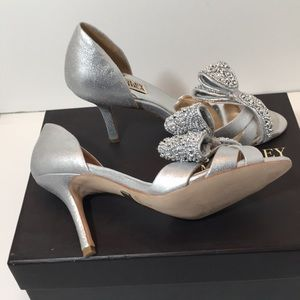 Badgley Mischka Silver Antique Metallic Suede 6 M